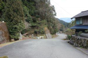 鍋岩:左は玉ケ峠ルート 右は神山温泉ルート(2016.2)