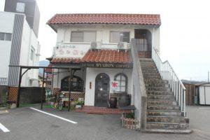 『民宿シャロン』1階:レストラン 2階:宿(2017.9)
