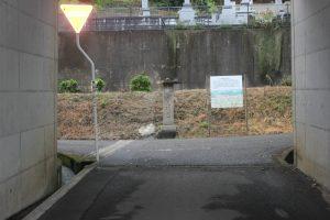高速道路下を潜り左へ(2017.9)