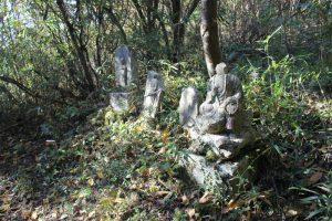 多くの石造が(2017.11)