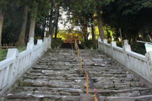 三角寺仁王門への階段(2017.11)