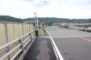 宇佐大橋。ここを左に降り県道23号へ