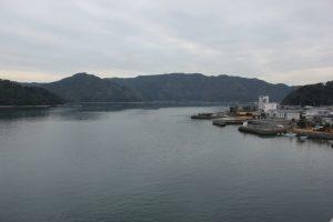 宇佐大橋からこれから目指す横浪方面(2018.2)