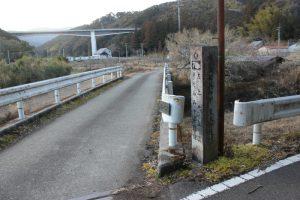 高速道路を望む遍路道(2018.2)