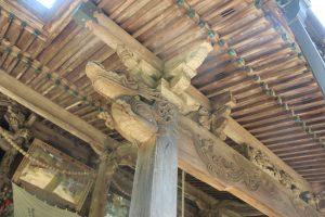 本堂屋根の彫刻(2019.5.5)