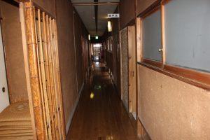 玄関からの廊下(2019.11)